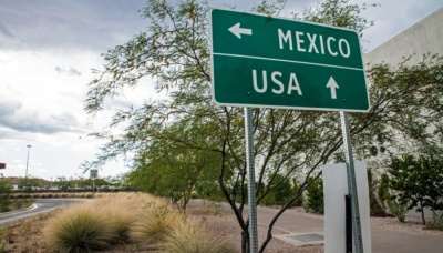 What is one U.S. state that borders Mexico?