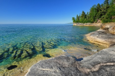 What is the name of the largest body of freshwater in the world at the United States and Canada share?