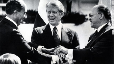 Which president forged a piece of cord that ended three decades of war between Israel and Egypt?
